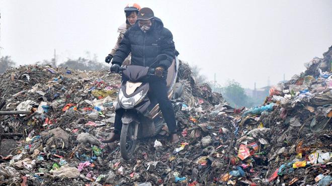 Ô nhiễm môi trường do chất thải rắn