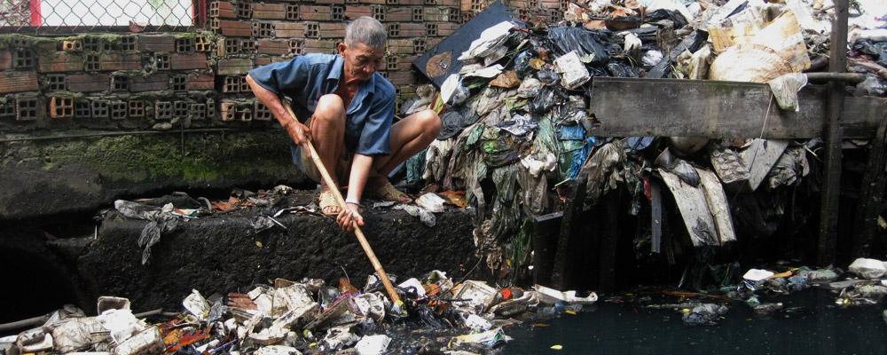 Môi trường sống của con người đang càng ngày càng ô nhiễm