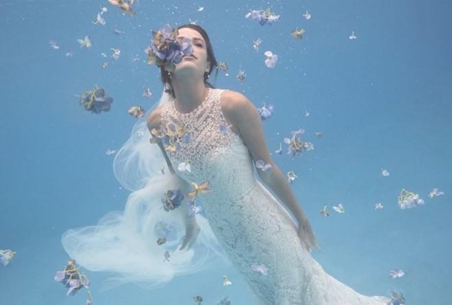 Ảnh thời trang váy cưới chụp dưới nước ấn tượng