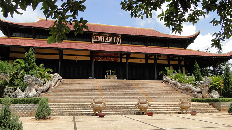 Những ngôi chùa, thiền viện độc đáo khi đi du lịch Đà Lạt