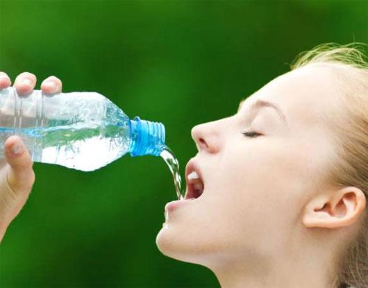 Kết quả hình ảnh cho uống nước khi chậy bộ