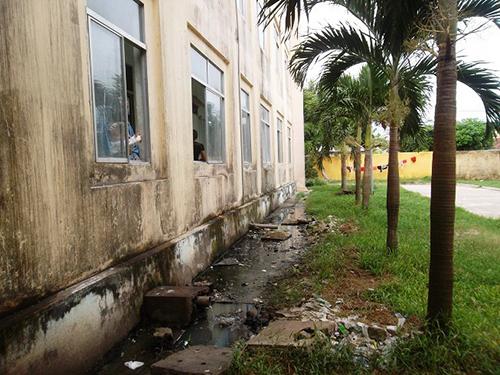 Bệnh viện ô nhiễm bệnh nhân chịu đựng