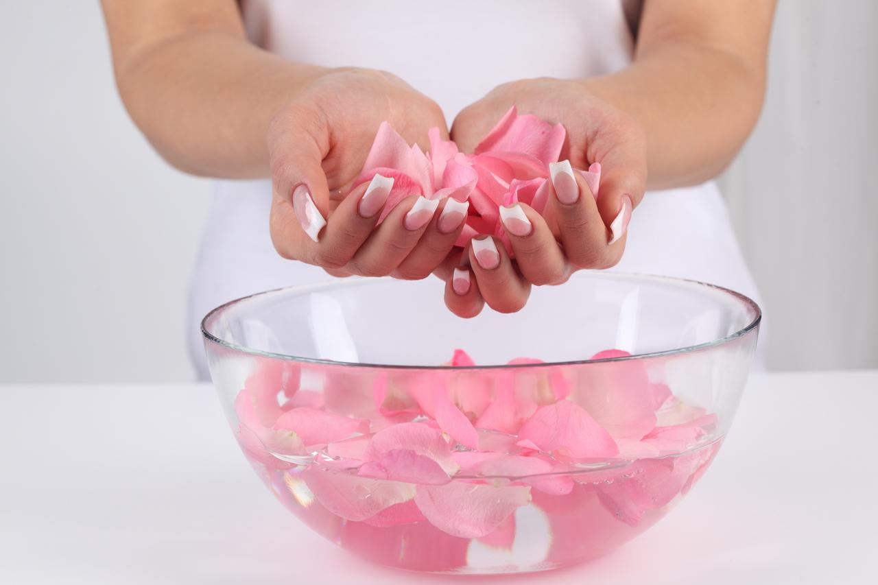 Cách sử dụng nước hoa hồng đúng cách