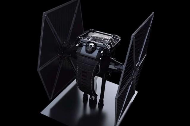 Đồng hồ độc đáo phong cách Star War giá 500 triệu