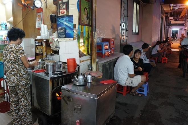 Ba quán cà phê 50 năm tuổi ở Sài Gòn