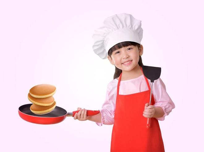 Vui với trẻ, làm bánh siêu ngon với bột bánh rán pha sẵn