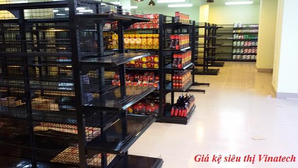 lo lắng vì giá kệ siêu thị có nguồn gốc từ Trung Quốc