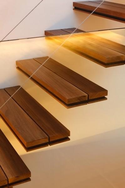 Không gian cầu thang gỗ