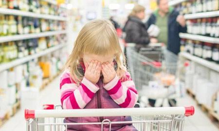 Cảnh báo nguy cơ tai nạn do đẩy xe mua hàng trong siêu thị
