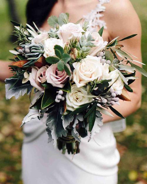 Đoán tính cách cô dâu qua cách lựa chọn hoa cưới