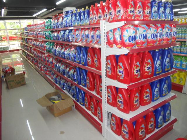 Các Cách sắp xếp hàng trên kệ siêu thị nịnh mắt