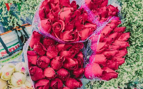 Mùa Valentine 2017: Giá huê hồng tăng gây choáng