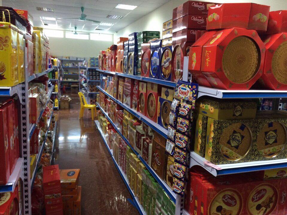 Kệ siêu thị nên sử dụng kệ sắt hay kệ nhựa?