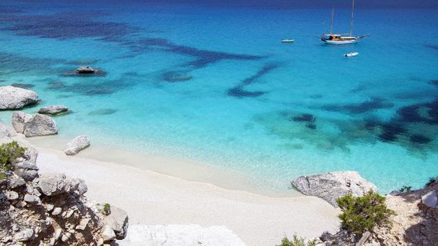 Chào đón mùa hè với 8 bãi biển đẹp hút hồn ở châu Âu