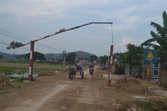 Ấp nông thôn mới tự ý lập barie hạn chế phương tiện tới lui, đúng hay sai?