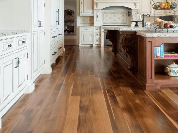 Xây dựng khu bếp với sàn gỗ công nghiệp bền và đẹp