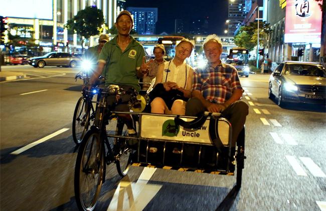 Ngắm phố Tàu ở Singapore buổi đêm bằng xe ba bánh và thuyền