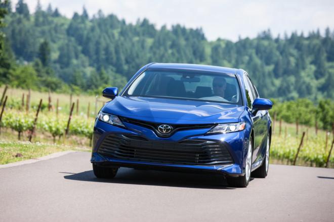 Toyota Camry 2018 có giá từ hơn 23.000 USD ở Mỹ