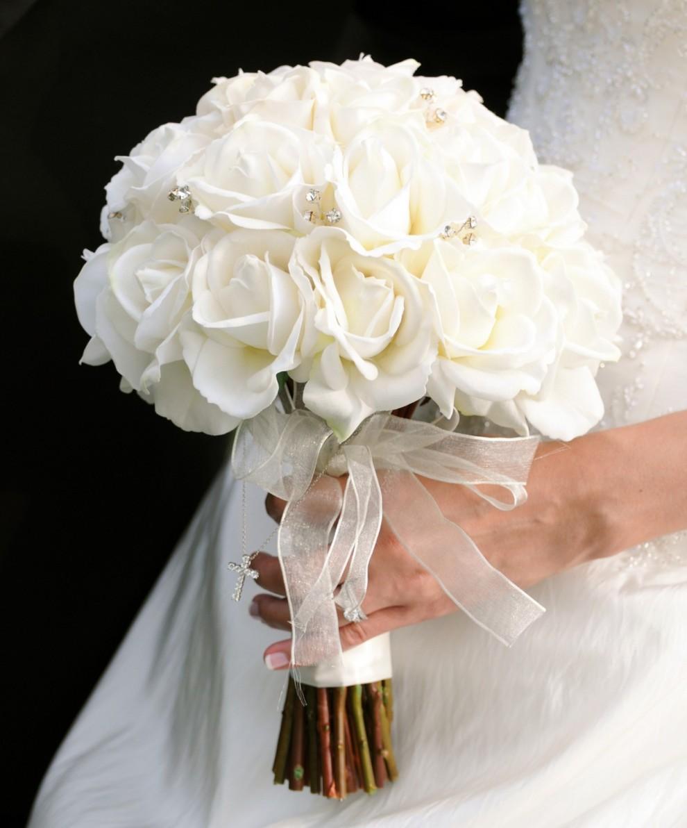 Chọn lựa hoa cưới thích hợp màu cùng váy cưới cô dâu