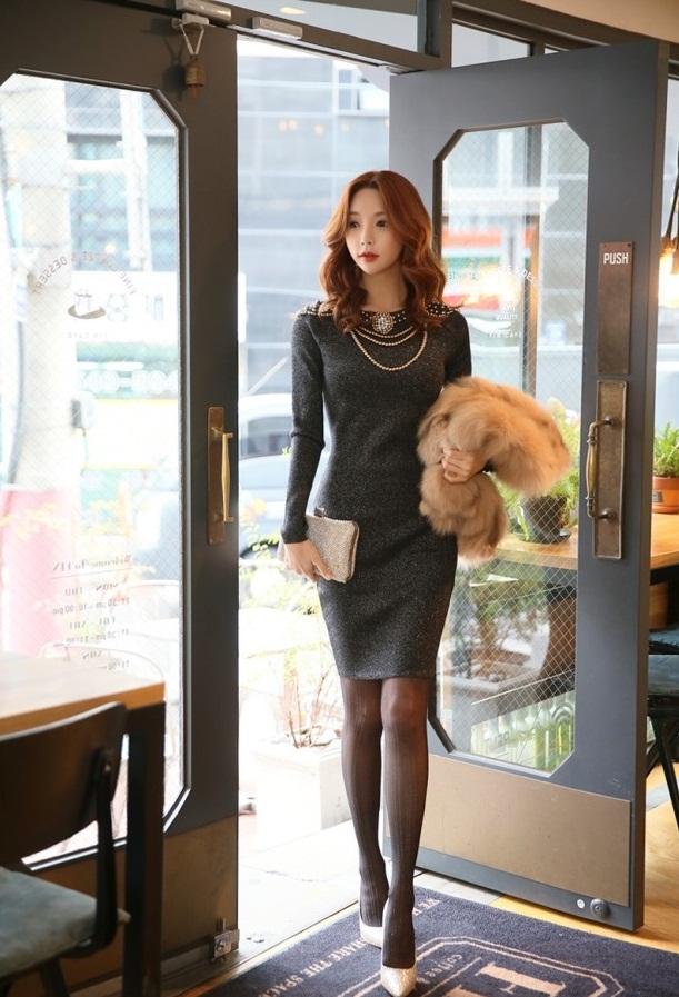 Mua sắm ngay những mẫu váy đẹp ăn gian tuổi, che khuyết điểm dành cho chị em văn phòng