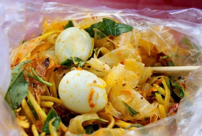 Mười món ngon làm thành thiên đường ăn vặt Sài Gòn