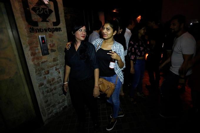 Công việc của nữ đảm bảo ở quán bar Ấn Độ