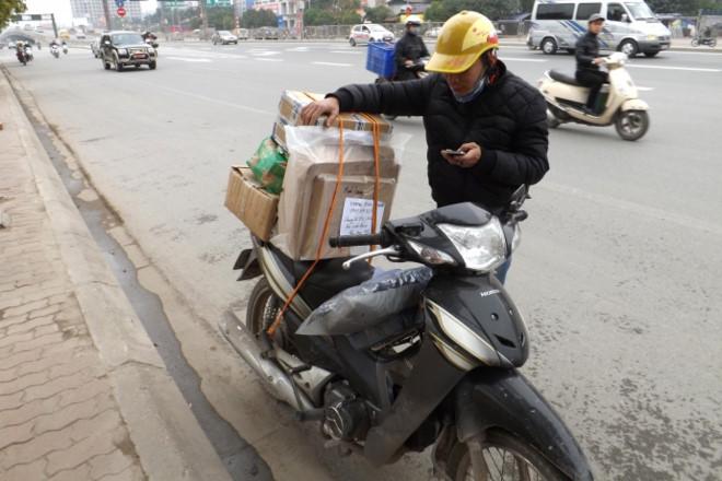 Nóng ran, shipper cũng chán không muốn ship hàng