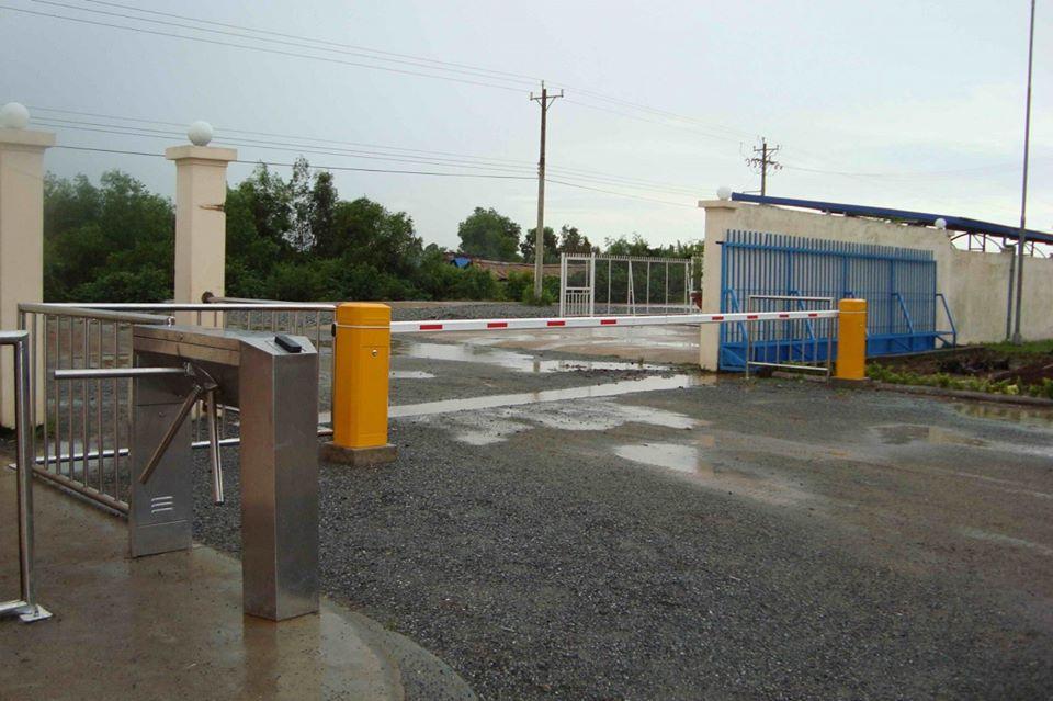 Lắp đặt barrier giao thông cho công trường xây dựng