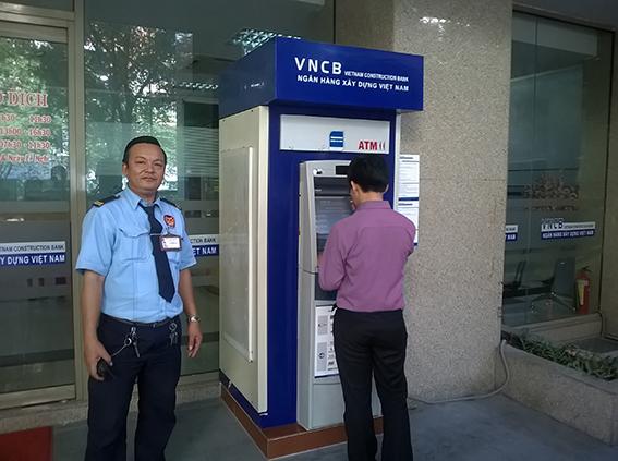 Tự bảo vệ an ninh khi rút tiền tại máy ATM của các ngân hàng