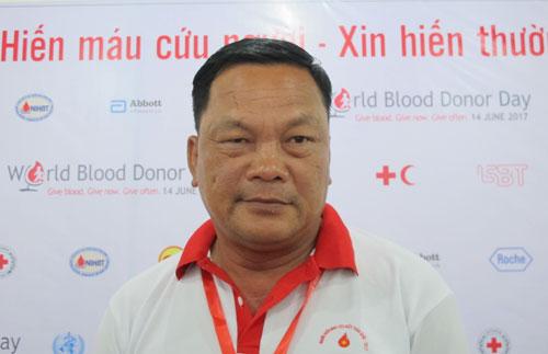Nhân viên bảo vệ bốn mươi chín tuổi hiến máu 61 lần