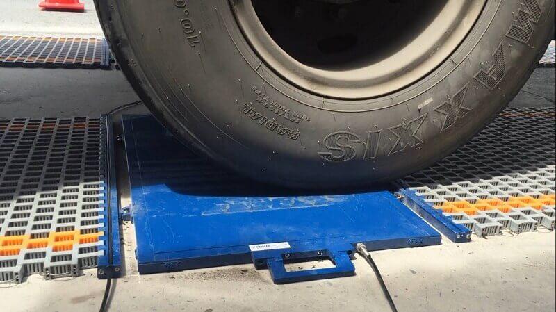 Người điều khiển xe tải không được không cẩn thận với cân tự động tải trọng xe