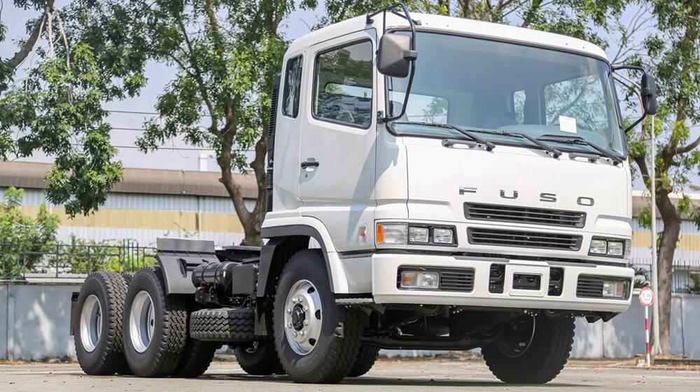 Ba để ý giúp tài xế tải đầu kéo an toàn