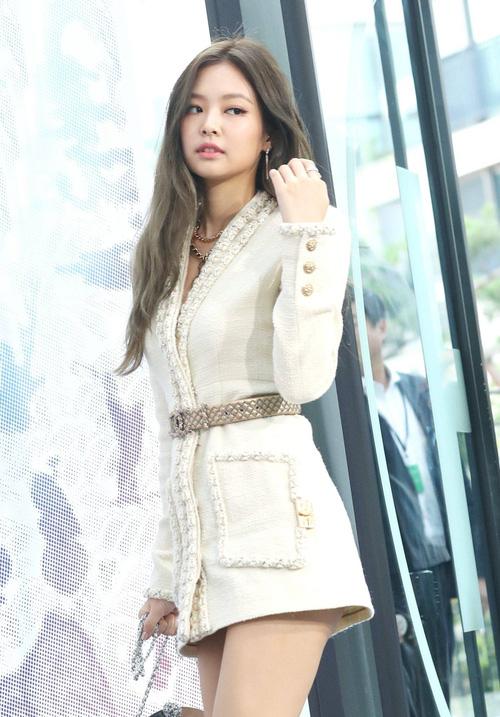 G-Dragon và Jennie (BLACKPINK) cùng diện chiếc áo khoác của Channel trị giá hơn 200 triệu đồng