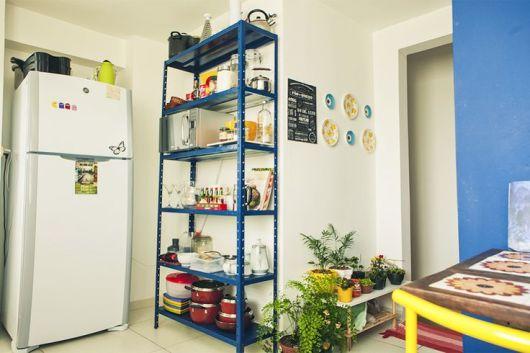 Hô biến nhà nhỏ trở nên thoáng rộng hơn với kệ kho gia đình