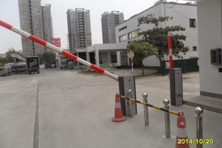 Sử dụng cổng barrier chắn đường phân luồng giao thông công dụng