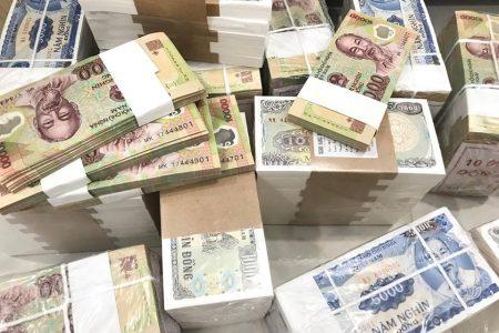 Thủ tướng yêu cầu tăng tốc cung ứng tiền mặt trong cuối năm