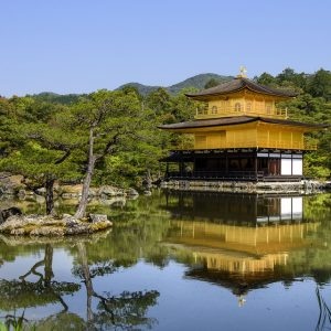 Ngỡ ngàng ngôi chùa được dát bằng vàng thật tại Nhật Bản