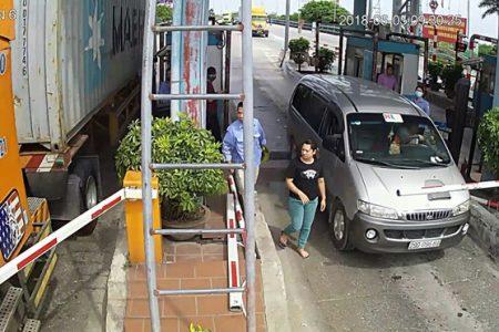 Công an xác minh nghi ngờ BOT Tân Đệ cưa gãy barie nhằm 'bẫy' lái xe