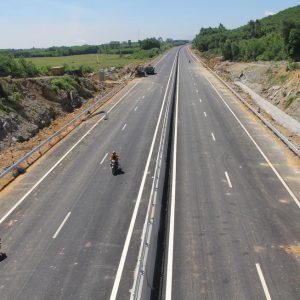 Bộ trưởng Giao thông: 'Đường mới thảm mà xe chạy nghe lộp cộp'