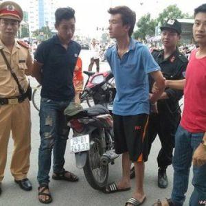 Bí quyết phòng với đối phó cướp giật khi mang tiền mặt lớn ra đường
