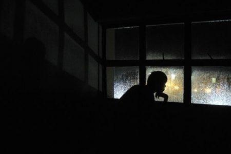 Phải làm những gì lúc phát hiện trộm lẻn vào nhà lúc nửa đêm?