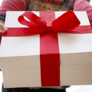 Để ý điều gì khi cần gửi, vận chuyển, chuyển phát nhanh quà cho người thân?