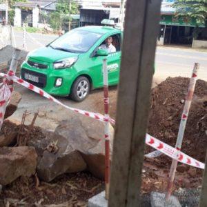 Tại Bình Phước: Nguyên nhân huyện chỉ đạo tháo barie trên đường làng?