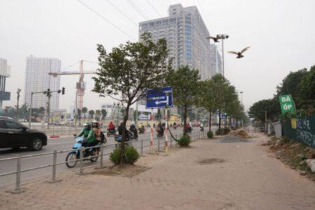 Thủ đô Hà Nội: lắp đặt barie trên vỉa hè, 'phố dắt bộ' thành đường… nhiều chiều