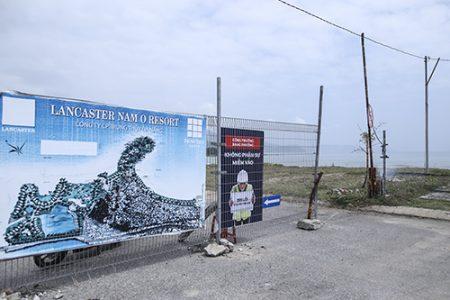 Đà Nẵng gỡ bỏ 1 phần bờ rào chặn bãi biển Nam Ô