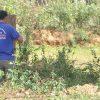 Trưởng làng gắn hàng rào chắn đường, thu phí xe tải