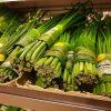 Hàng loạt siêu thị châu Á dùng lá chuối thay bịch nilon