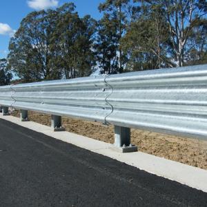 Hàng rào cực thông minh giúp cứu sống biết bao người trong tai nạn giao thông