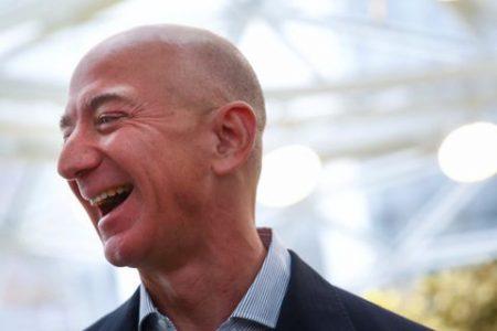 Là tỷ phú giàu nhất thế giới, ông chủ Amazon đã tiêu tiền như thế nào?