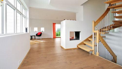 Bí quyết bảo quản chất lượng sàn gỗ trong mùa mưa